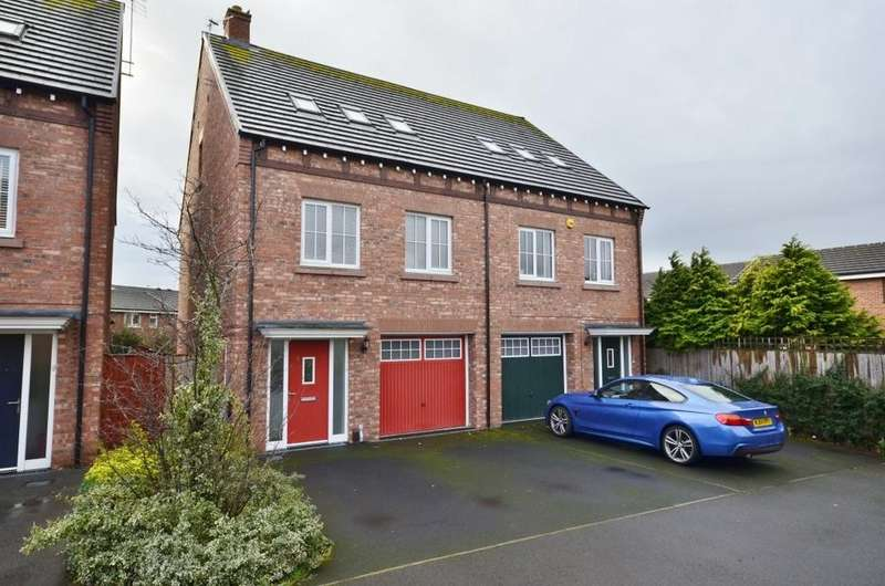 3 Bedrooms Town House for sale in Aylesbury Close, Broadheath, Altrincham