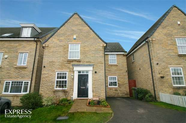 3 Bedrooms Detached House for sale in The Oval, Dewsbury, West Yorkshire