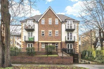 2 Bedrooms Flat for sale in Park Road, Beckenham