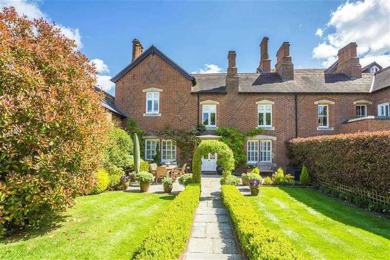 4 Bedrooms House for sale in The Courtyard, Essendon, Hertfordshire