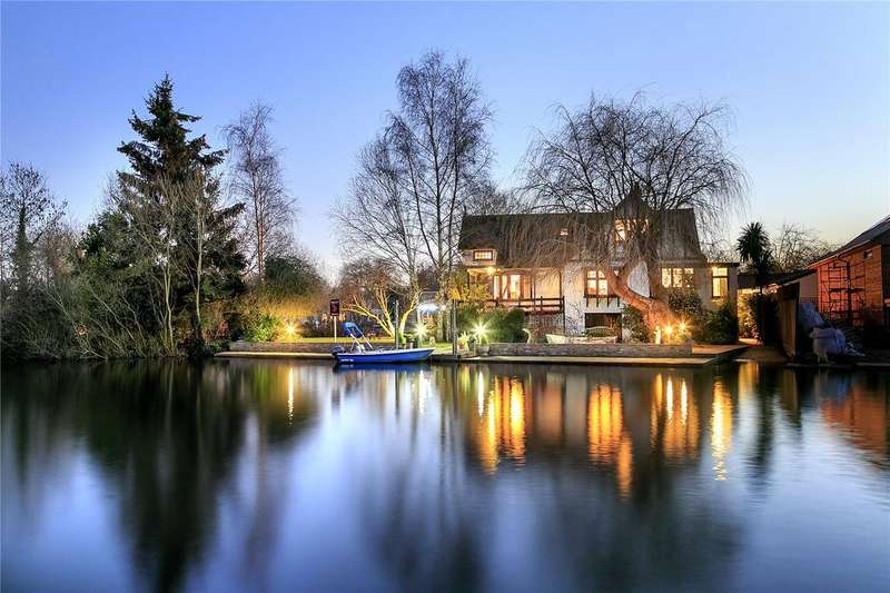 5 Bedrooms Detached House for sale in Pharaohs Island, Shepperton, TW17