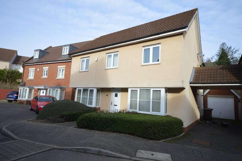 4 Bedrooms Detached House for sale in Rosseter Close, Chelmsford, CM2