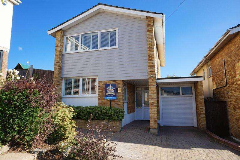 4 Bedrooms Detached House for sale in Durley Close, Benfleet