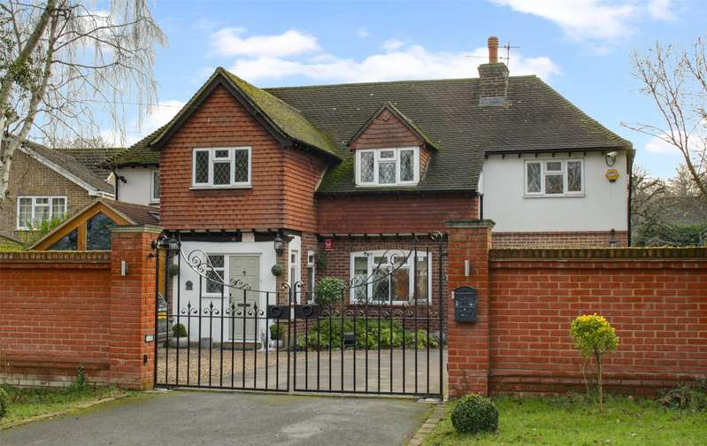 5 Bedrooms Detached House for sale in Almners Road, Lyne, Surrey, KT16
