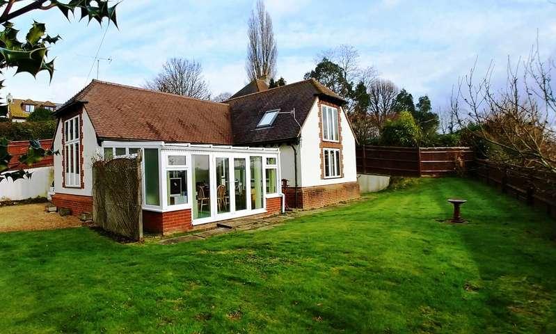 3 Bedrooms Detached House for sale in Westside, Tillington, Petworth GU28