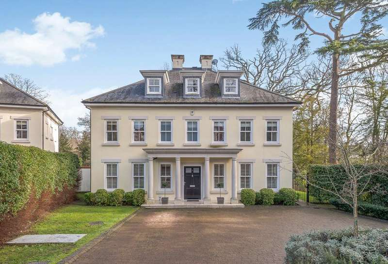 5 Bedrooms Detached House for sale in Tite Hill, Englefield Green.