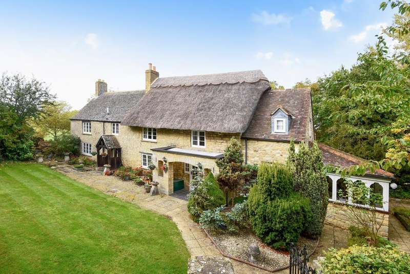 4 Bedrooms Cottage House for sale in Northampton Road, Weston-On-The-Green, OX25