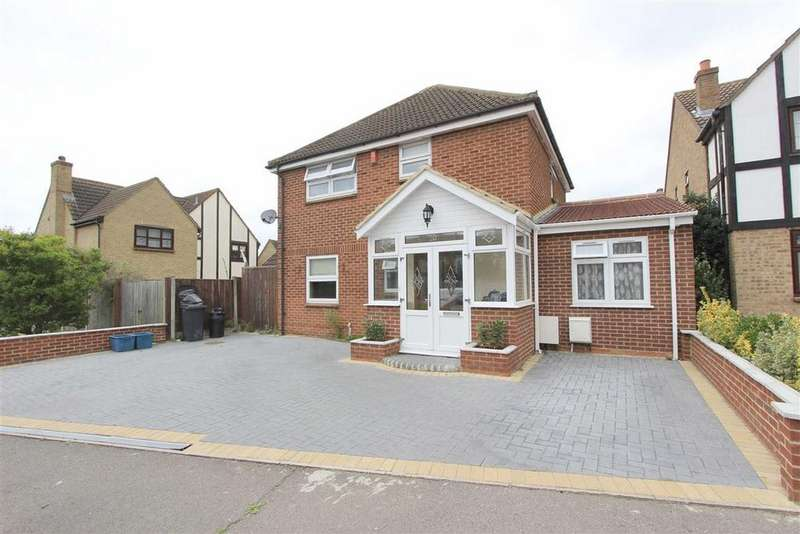 5 Bedrooms Detached House for sale in Royal Close, Seven Kings, Essex, IG3