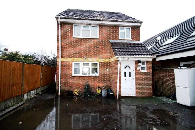 3 Bedrooms Detached House for sale in Chineham Court, Basingstoke Road, Reading, RG2