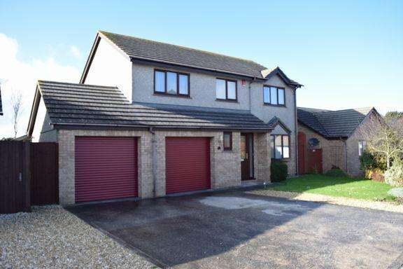 4 Bedrooms Detached House for sale in Pool