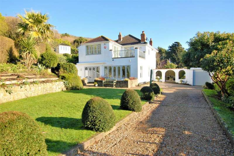 4 Bedrooms Detached House for sale in Brewers Hill, Sandgate, CT20