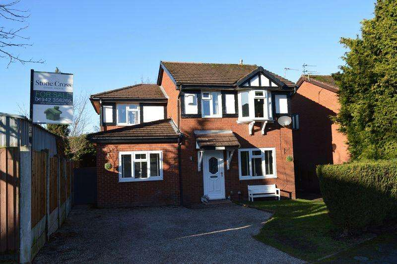 4 Bedrooms Detached House for sale in Rochester Close, Golborne, WA3 3XP