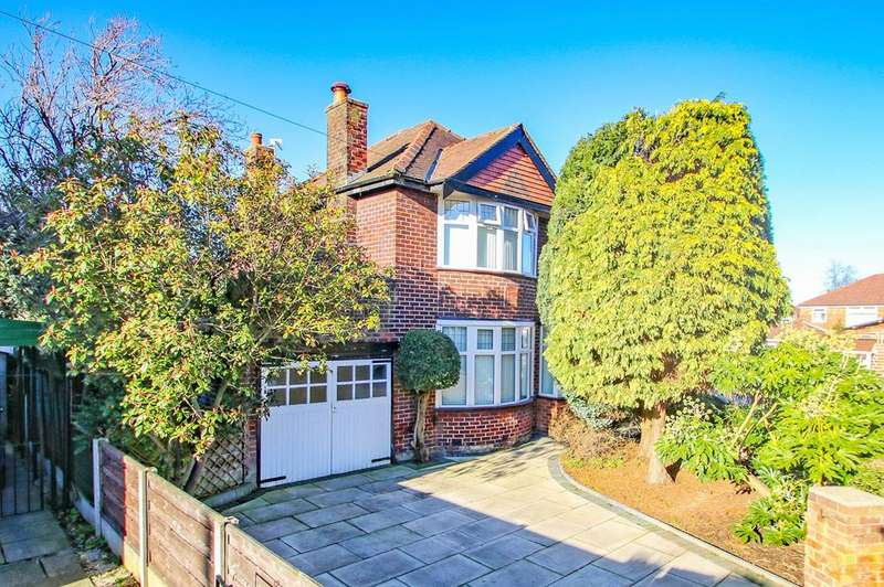4 Bedrooms Detached House for sale in Wimborne Avenue, Davyhulme, Manchester, M41