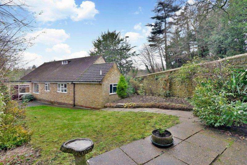 3 Bedrooms Bungalow for sale in Portsmouth Road, Guildford