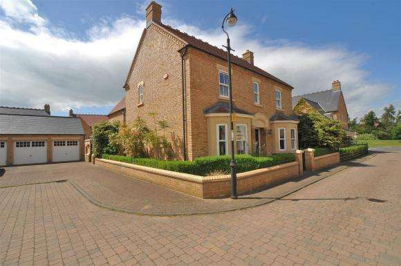 4 Bedrooms Detached House for sale in Stephenson Walk, Stotfold, Hitchin