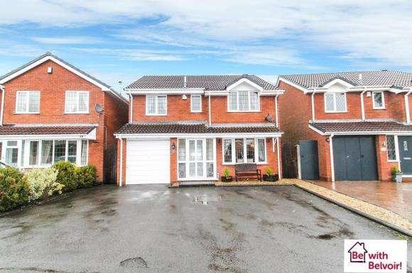 4 Bedrooms Property for sale in Rowan Drive, Essington, Wolverhampton