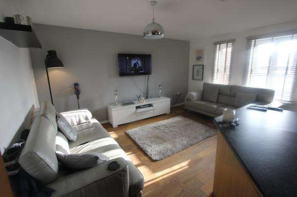 2 Bedrooms Property for sale in The Links, Hyde, SK14 4GR