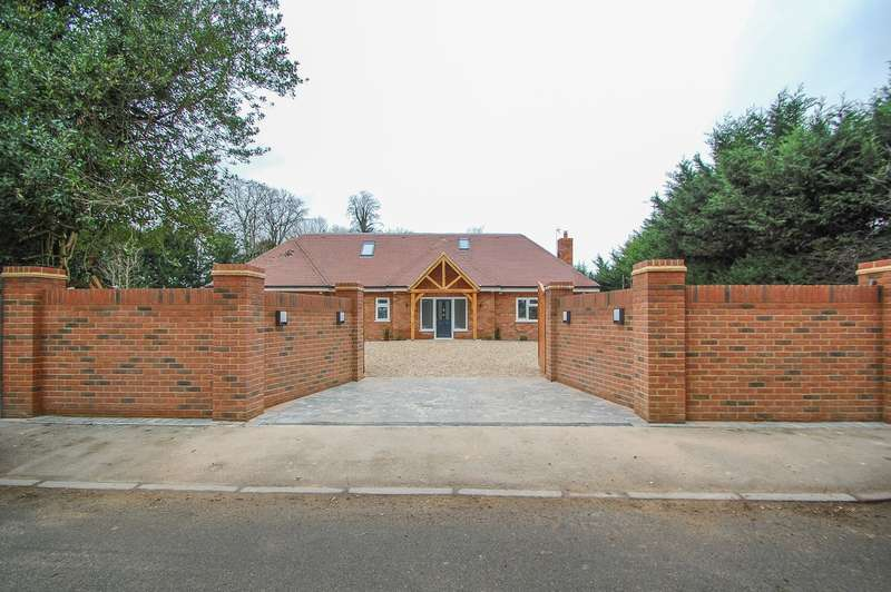 4 Bedrooms Detached House for sale in Norwood Lane, Iver, SL0