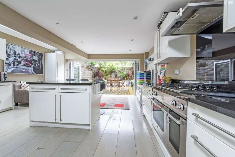 5 Bedrooms Terraced House for sale in Bennerley Road, London SW11