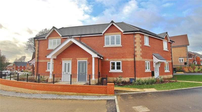 2 Bedrooms Maisonette Flat for sale in Oaks Meadow, West End, Woking, Surrey, GU24