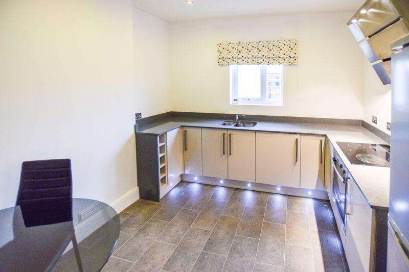 2 Bedrooms Flat for sale in The Hatch, Castle Road, Bedford