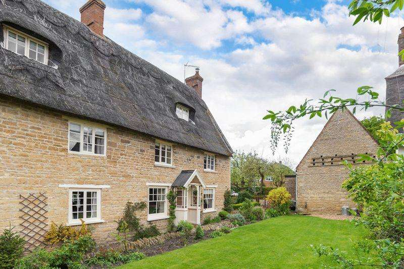 4 Bedrooms Detached House for sale in High Street, Carlton, Bedfordshire, MK43