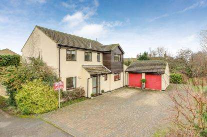 4 Bedrooms Detached House for sale in Lakefield Avenue, Little Paxton, St. Neots, Cambridgeshire