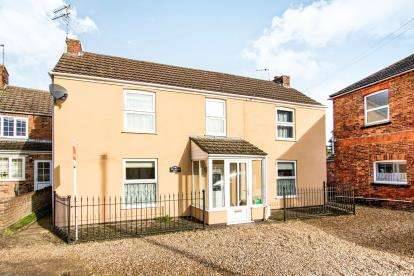 4 Bedrooms Semi Detached House for sale in Wellington Yard, Spilsby, Lincolnshire