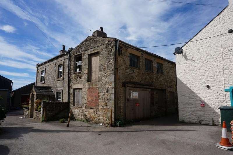 3 Bedrooms Barn Character Property for sale in Barn at the rear of 17 Main Street, High Bentham, LA2 7HQ