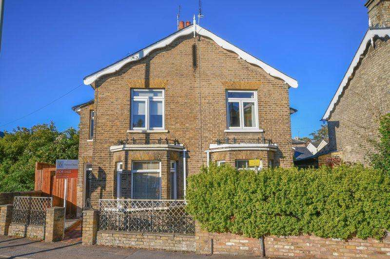 3 Bedrooms Semi Detached House for sale in Watton Road, Ware