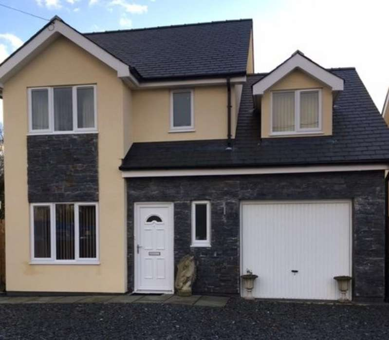 4 Bedrooms Detached House for sale in Yr Hafod, Llanrug, North Wales