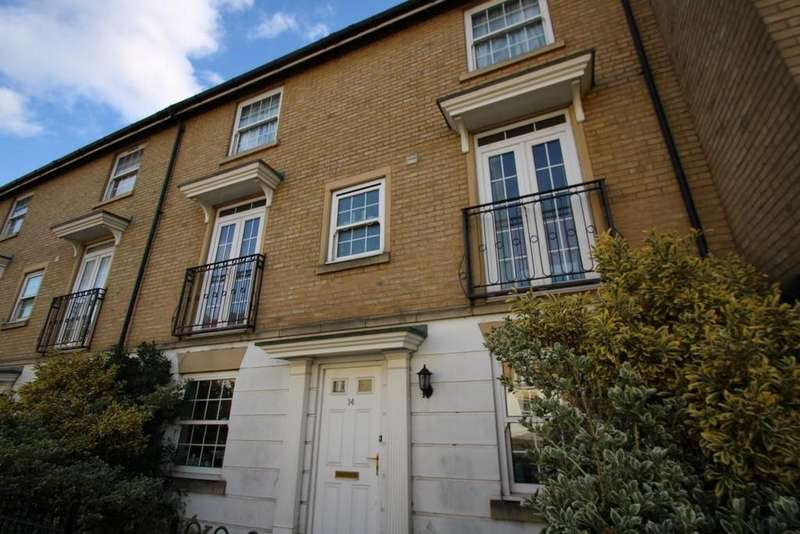 3 Bedrooms Terraced House for sale in Trinovantian Way Braintee