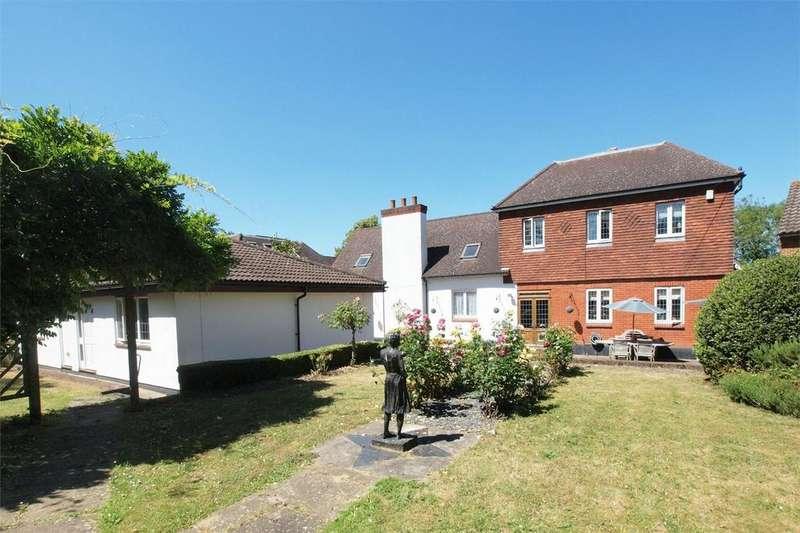 5 Bedrooms Detached House for sale in Corkscrew Hill, West Wickham, Kent