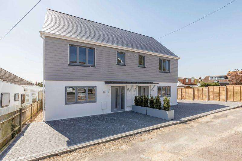 3 Bedrooms Semi Detached House for sale in Solent Road, Portsmouth