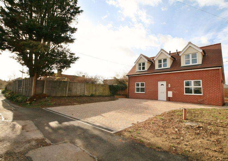 3 Bedrooms Detached House for sale in Folkards Lane, Brightlingsea
