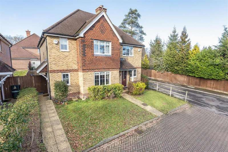 3 Bedrooms Semi Detached House for sale in Smalley Close, Wokingham, Berkshire, RG41 4AP