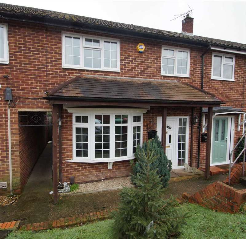 3 Bedrooms Terraced House for sale in Vermont Road, Slough