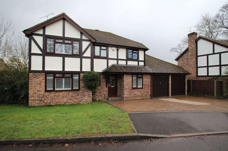 4 Bedrooms Detached House for sale in Bow Field, Hook, RG27
