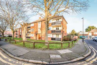 2 Bedrooms Flat for sale in Chingford