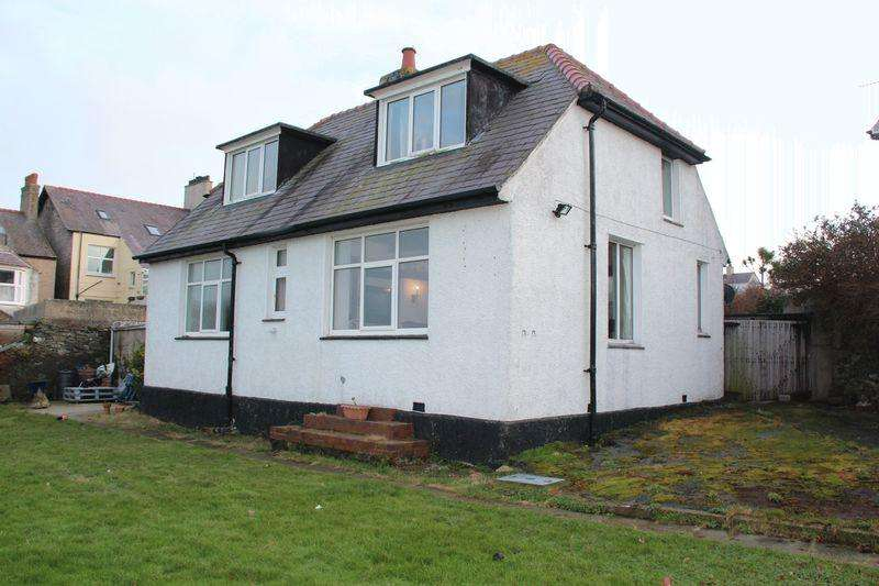 2 Bedrooms Detached Bungalow for sale in Seabourne Road, Holyhead