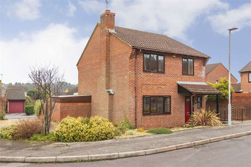 4 Bedrooms Detached House for sale in Clayford Close, POOLE, Dorset