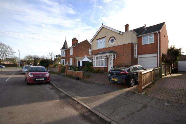 4 Bedrooms Detached House for sale in Gladwin Road, Colchester, Essex