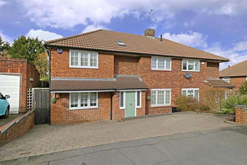 4 Bedrooms Semi Detached House for sale in Lullington Garth, Borehamwood