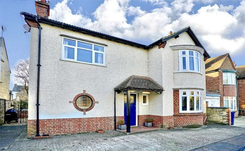 3 Bedrooms Detached House for sale in St Neots, Cambridgeshire