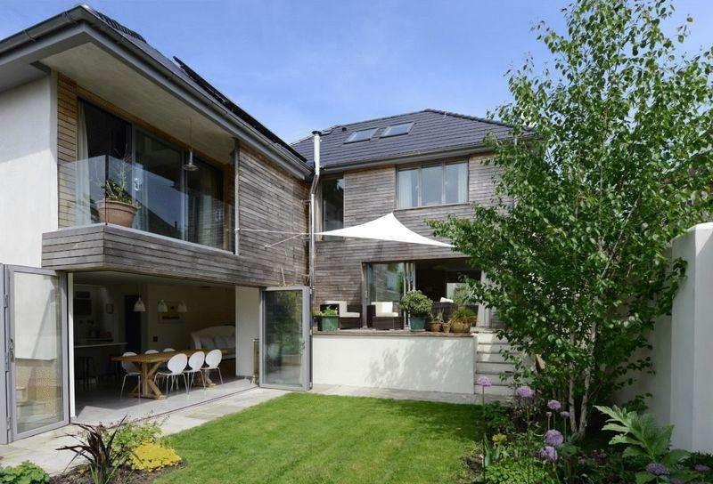 5 Bedrooms Detached House for sale in Hollingbury Copse, Brighton