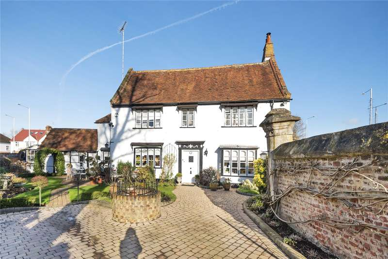 4 Bedrooms Detached House for sale in The Avenue, Ickenham, Uxbridge, Middlesex, UB10