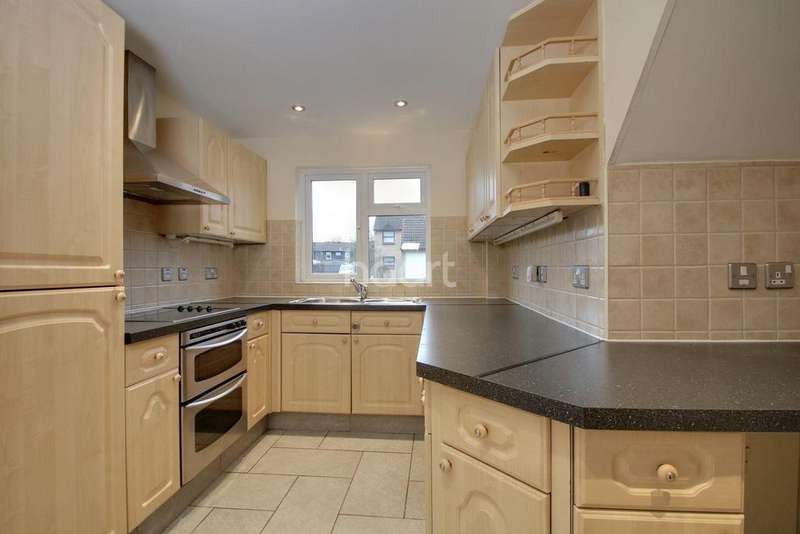 3 Bedrooms Semi Detached House for sale in Brackley Crescent