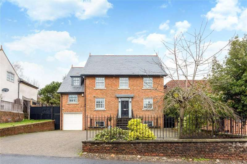 4 Bedrooms Detached House for sale in Ivy Chimneys, Epping, Essex, CM16