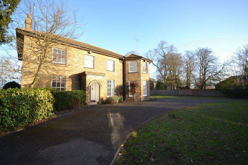 8 Bedrooms Detached House for sale in Mucking Wharf Road, Stanford-Le-Hope
