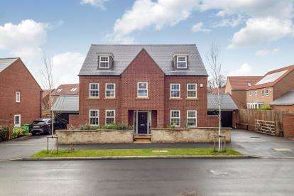 5 Bedrooms Detached House for sale in Princess Boulevard, Nottingham, Nottinghamshire, England